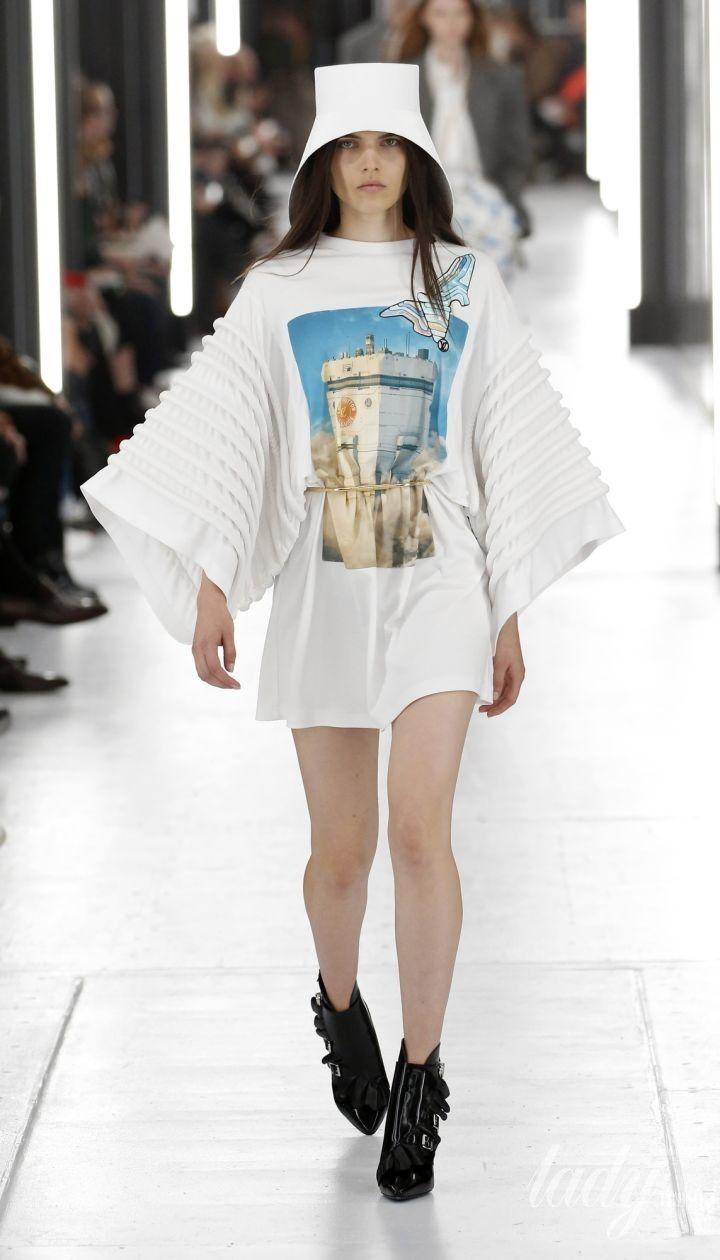 Коллекция Louis Vuitton прет-а-порте сезона весна-лето 2019 @ East News