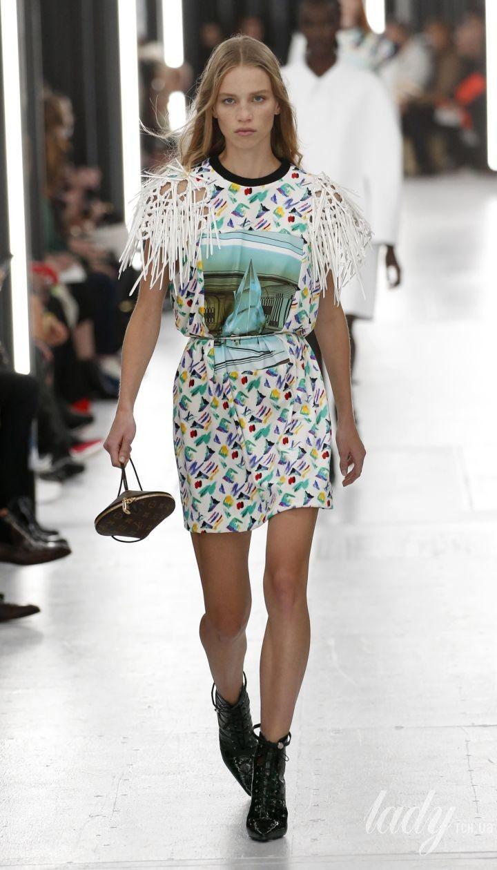 33c60a2d6b22 Коллекция Louis Vuitton прет-а-порте сезона весна-лето 2019 @ East News  Полноэкранный режим