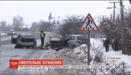 Две легковушки столкнулись на Житомирщине: погибли три человека