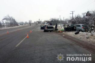 Понівечені авто та троє загиблих: на трасі біля Житомира зіткнулися два легковики