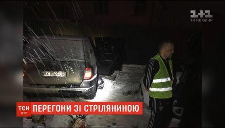 """Погоня со стрельбой: в Ровно водитель """"Мерседеса"""" пытался сбежать от копов"""