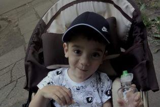 6-річний Давид мріє про перші самостійні кроки