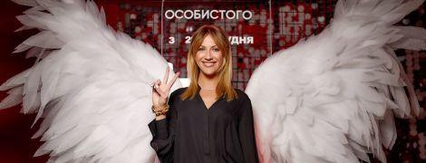 В клетчатых брюках и с крыльями: стильная Леся Никитюк на премьере фильма