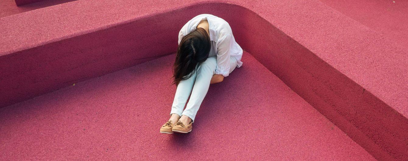 """В Запорожье школьницы за """"оскорбление чести"""" жестоко избили свою подругу"""