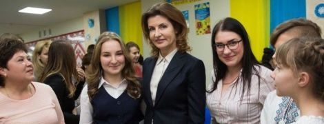 Знову обрала класику: Марина Порошенко у Донецькій області