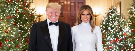 Выглядят великолепно: Дональд и Мелания Трамп представили рождественскую открытку