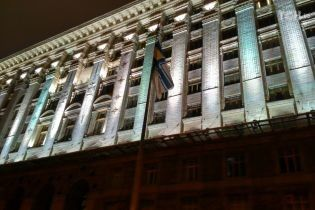 Біля Київради вивісили прапор Військово-морських сил України