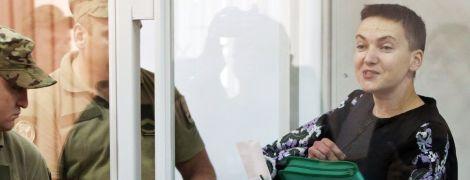 Сторонник Савченко во время заседания суда бросил сапог в прокурора