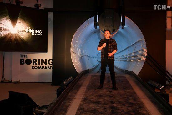 Маск відкрив свій славнозвісний підземний тунель у Каліфорнії