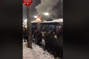 В Киеве на ходу загорелся троллейбус с пассажирами