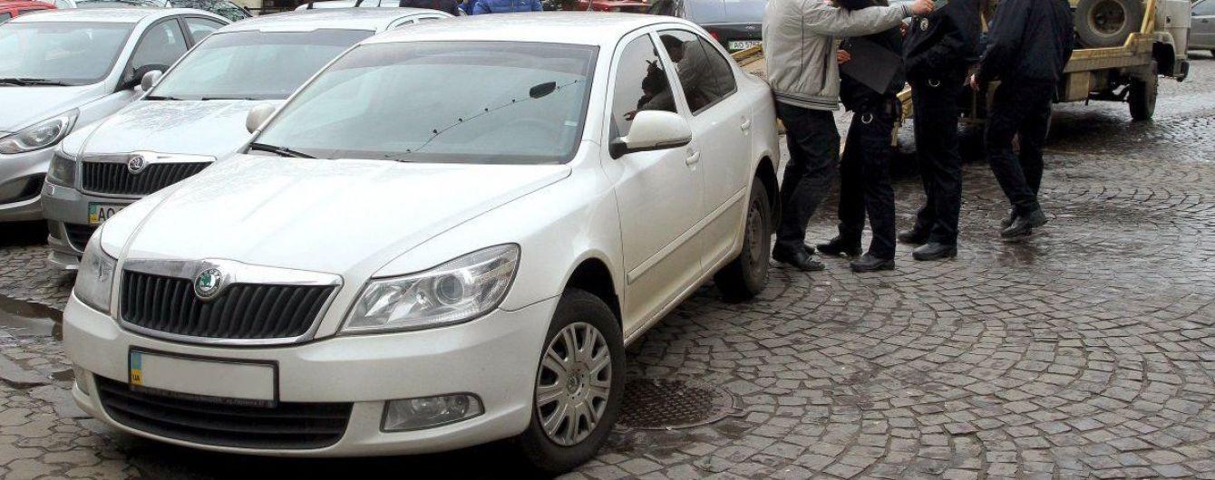 Українцям пояснили, як здолати стихійне паркування та не загриміти за ґрати