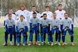 Український футбольний клуб отримав у подарунок форму із зображенням відомого співака