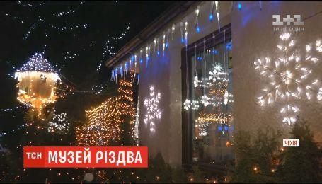Мужчина украсил свой дом с 27 километров гирлянд в Чехии