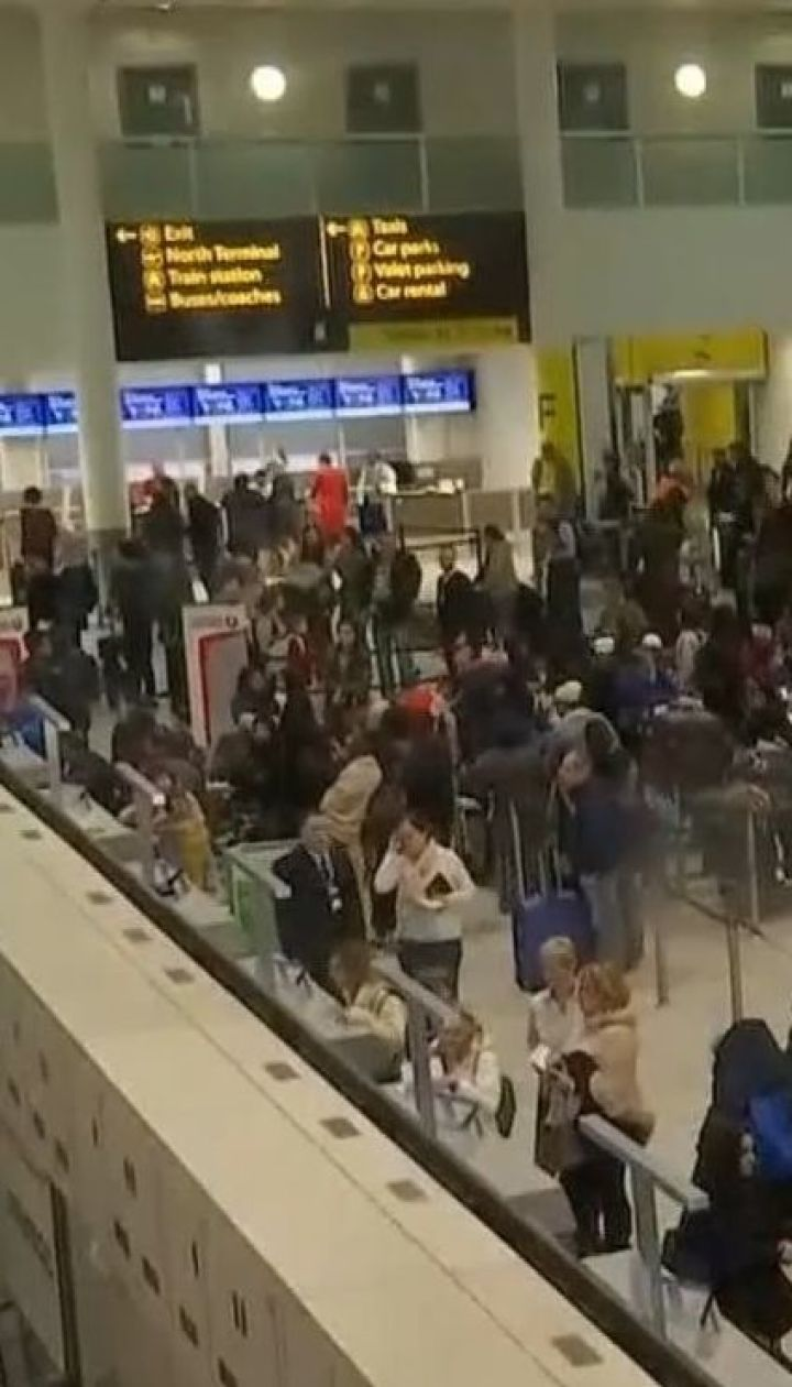 """У аеропорту """" Ґатвік"""" відмінили 800 рейсів через два безпілотника"""
