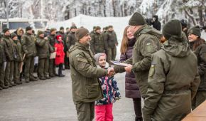Під Києвом 80 бійців Нацгвардії отримали квартири у новому будинку