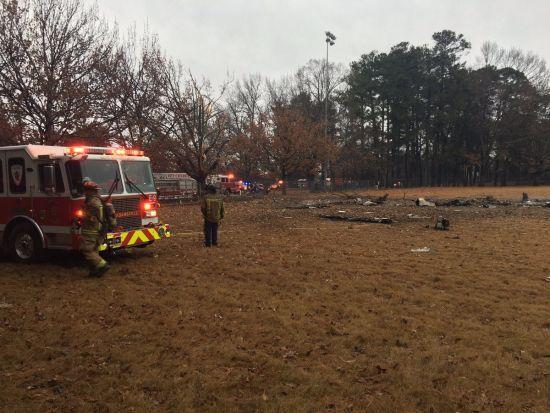 У США літак впав на футбольне поле посеред парку. Є загиблі