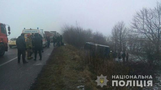 """На Одещині зіткнулися вантажівка і """"Таврія"""", постраждали з десяток авто"""