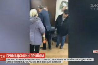 Ушибы и сотрясение мозга: толкотня в кабинете херсонского чиновника переросла в заявления в полицию