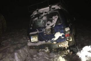 На Буковине мужчины на внедорожнике пытались прорваться через границу, военные открыли огонь