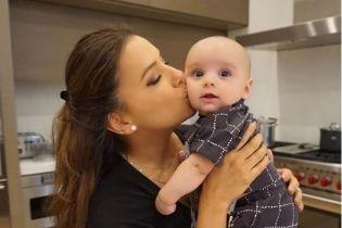Счастливая мамочка Ева Лонгория трогательно поздравила своего сына с полугодием