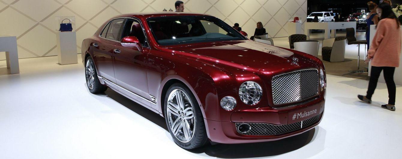 """Bentley """"без бою"""" втрачає клієнтів через електрокари Porsche та Tesla"""
