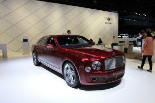 """Bentley """"без боя"""" теряет клиентов из-за электрокаров Porsche и Tesla"""