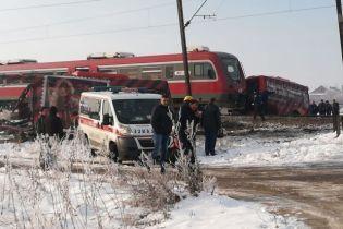 В Сербии поезд врезался в школьный автобус