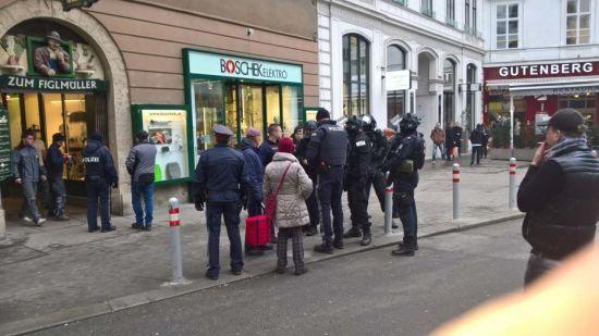 У центрі Відня невідомий чоловік відкрив стрілянину. Є постраждалі