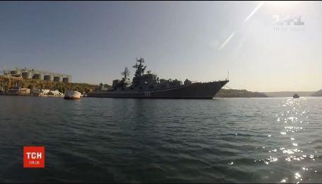 Российский ракетный фрегат движется к Азовскому морю - Reuters