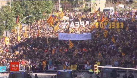 У Барселоні прихильники незалежності Каталонії організували масштабні мітинги