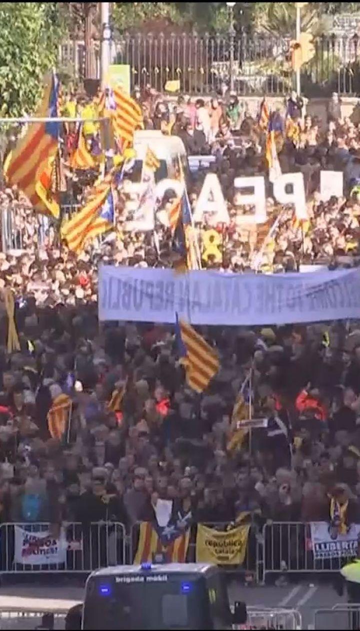 В Барселоне сторонники независимости Каталонии организовали масштабные митинги