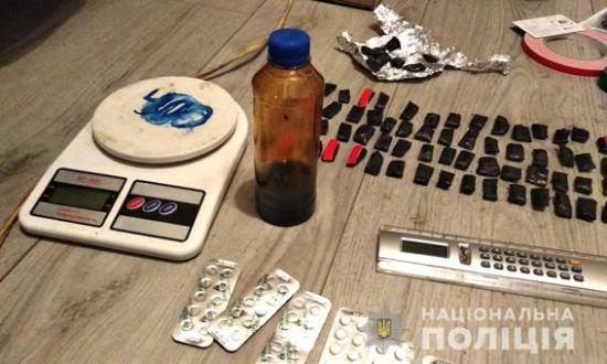 """На Миколаївщині ліквідували банду, яка за допомогою """"закладок"""" продавала наркотики по всій Україні"""