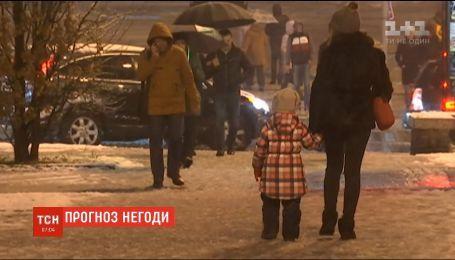 Сніг, сильний вітер та ожеледиця: до України прийшов новий циклон