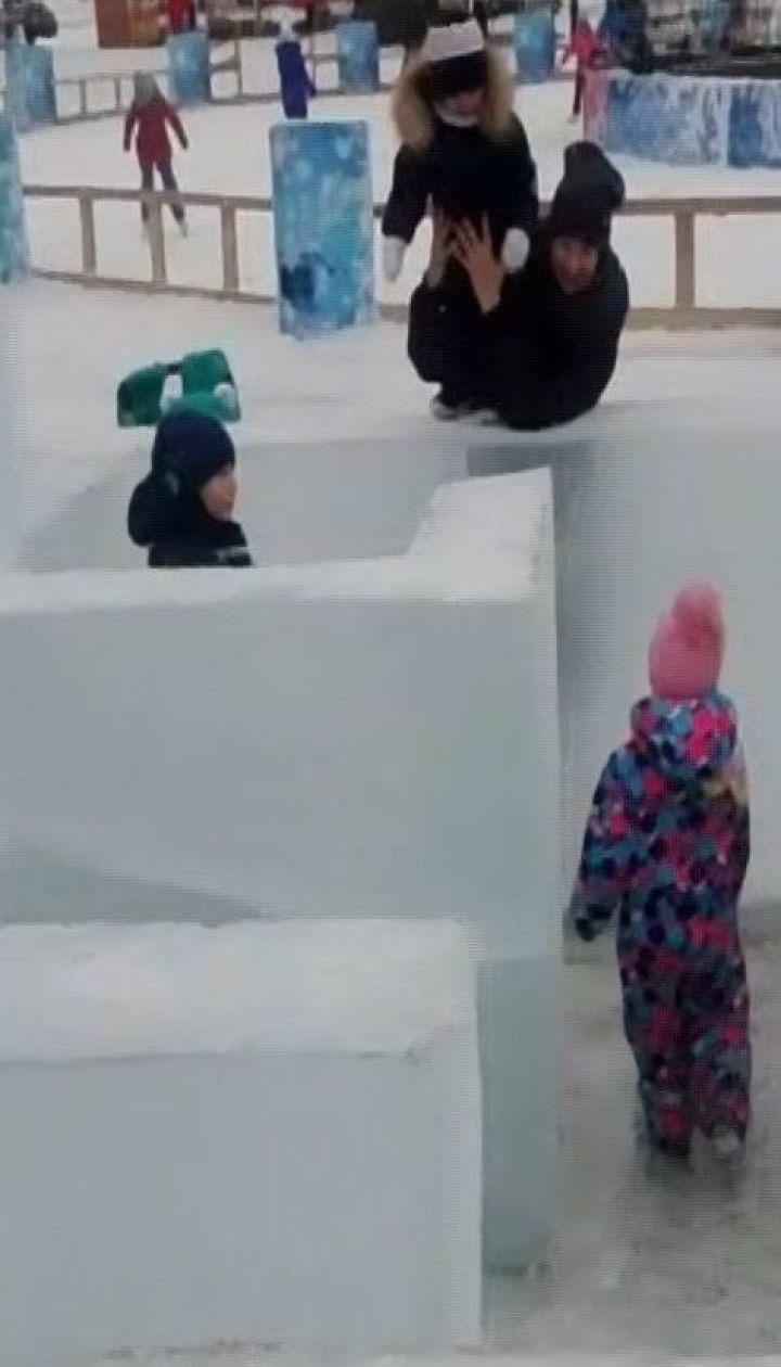 На Сахалине установили ледяной лабиринт без входов и выходов