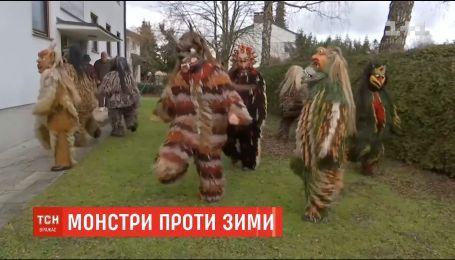 У Німеччині люди у костюмах монстрів відлякують зиму
