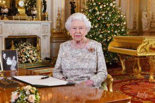 В красивом платье и с рубиновой брошью: королева Елизавета II произнесла рождественскую речь