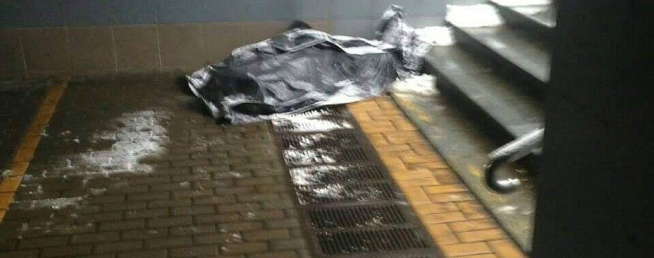 В Києві у підземному переході раптово померла людина