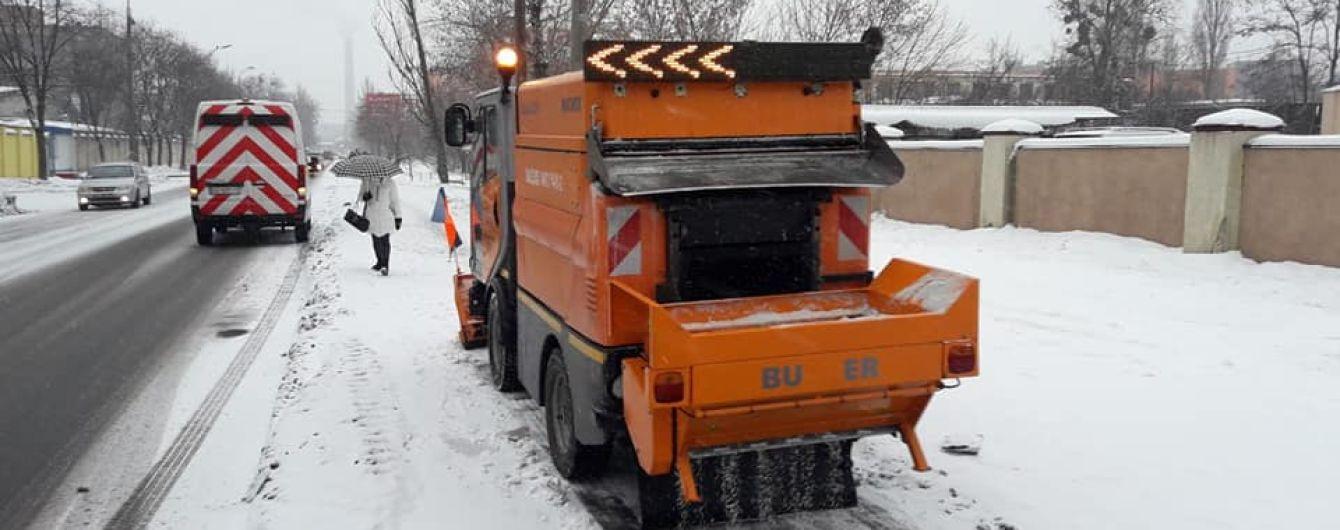 Коммунальщики отчитались, как убирают снег в Киеве