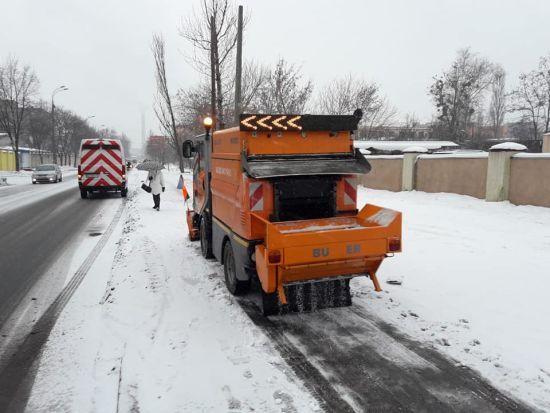 """В Україні випало до 12 сантиметрів снігу, проте на дорогах ситуація стабільна - """"Укравтодор"""""""