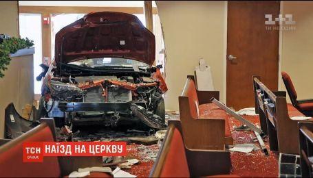 В США автомобиль врезался в церковь, пострадали шесть человек