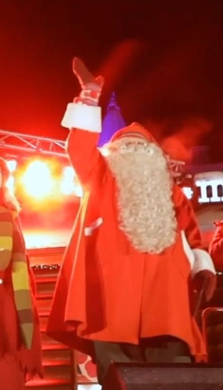 Санта-Клаус начал ежегодное путешествие, чтобы привезти подарки детям по всему миру