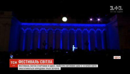 Грандиозное световое шоу на здании одесского горсовета поразило тысячи зрителей