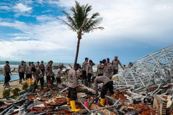 В Індонезії різко зросла кількість загиблих через потужне цунамі