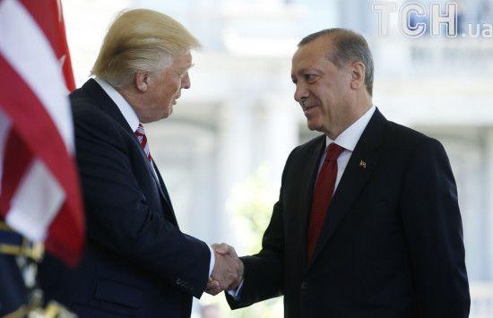 """""""Це все ваше. Ми закінчили"""". CNN оприлюднив деталі перемовин Трампа з Ердоганом щодо Сирії"""