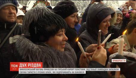 Пластуны доставили Вифлеемский огонь мира в украинские Карпаты