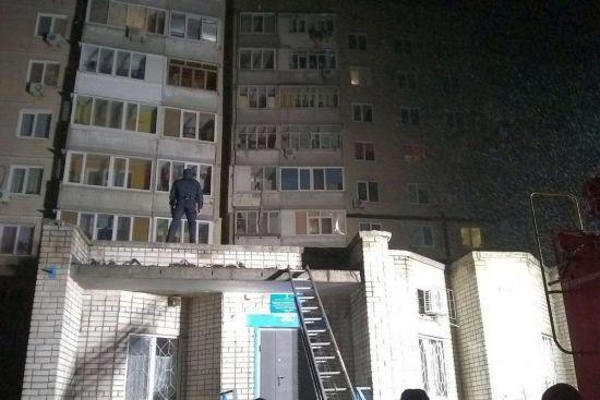 У Дніпрі злодій зірвався вниз, намагаючись по простирадлах втекти від поліції