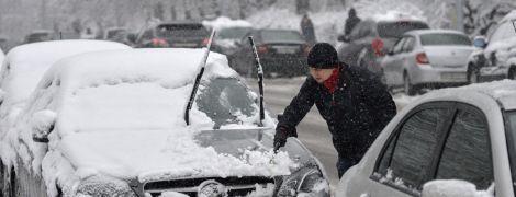 ДТП, пробки и коммунальщики с лопатами: Киев пережил транспортный коллапс из-за снегопада