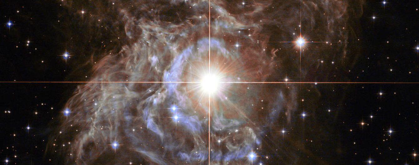 """Телескоп Hubble нашел в космосе """"рождественский венок"""""""