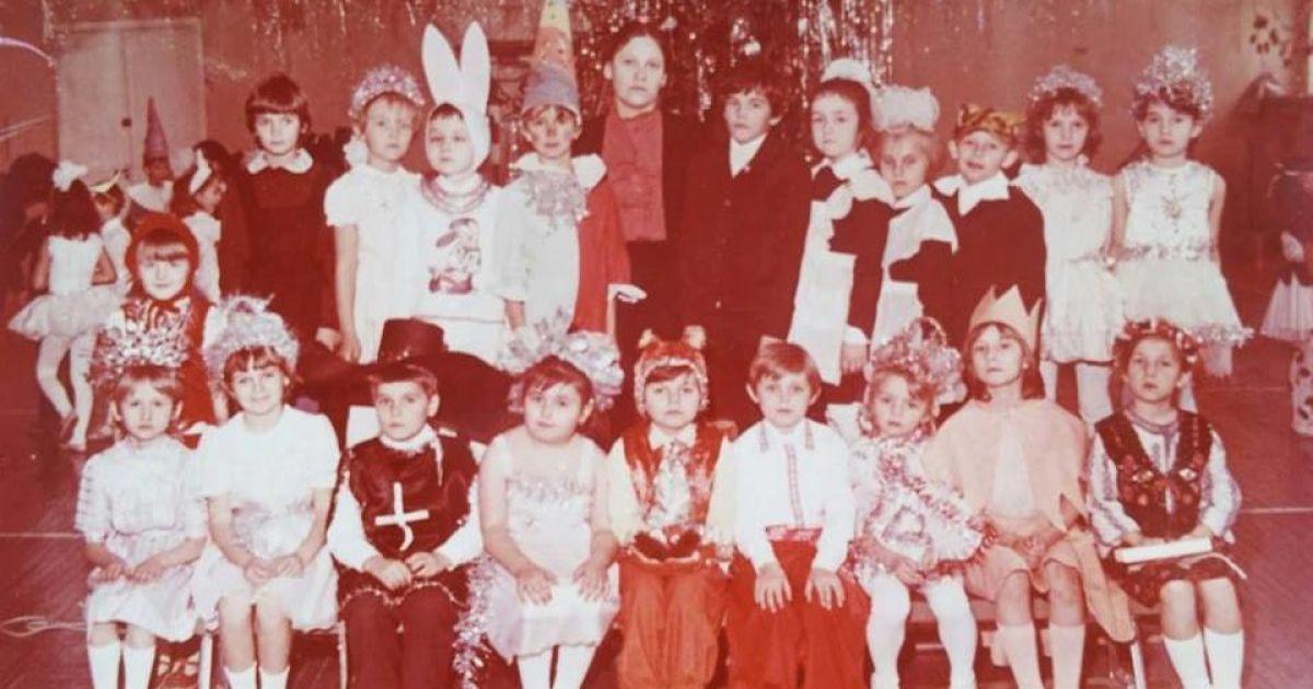 Соломия Витвицкая в верхнем ряду крайняя справа