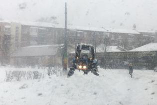 Харків замело, через сильний снігопад зупинився транспорт